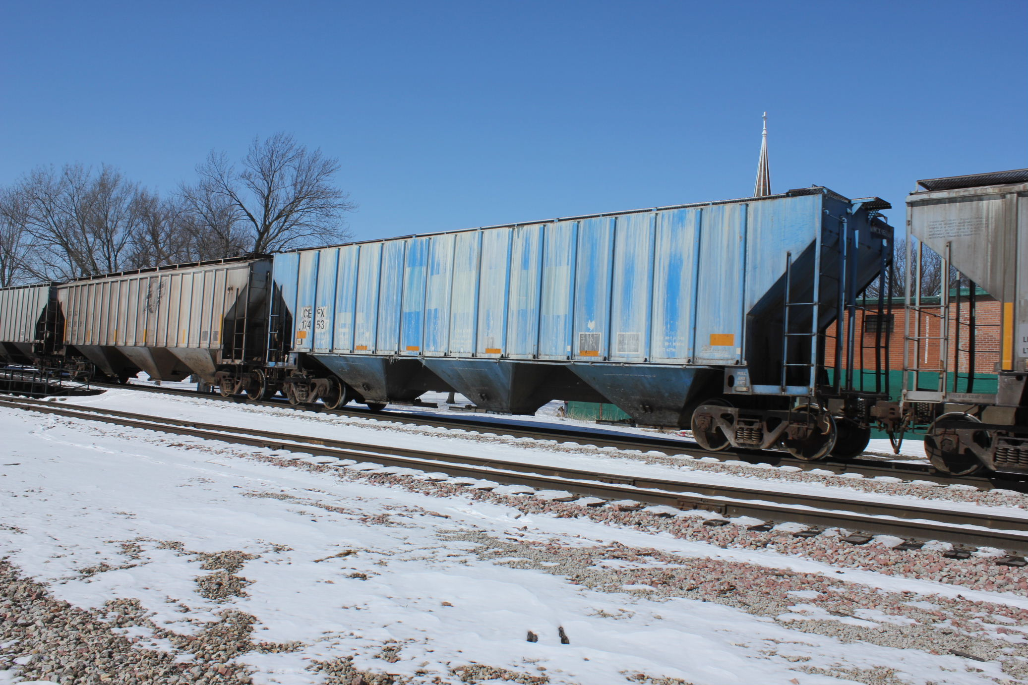 There were several interesting hoppers on this train, fertilizer cars from Hills I think.