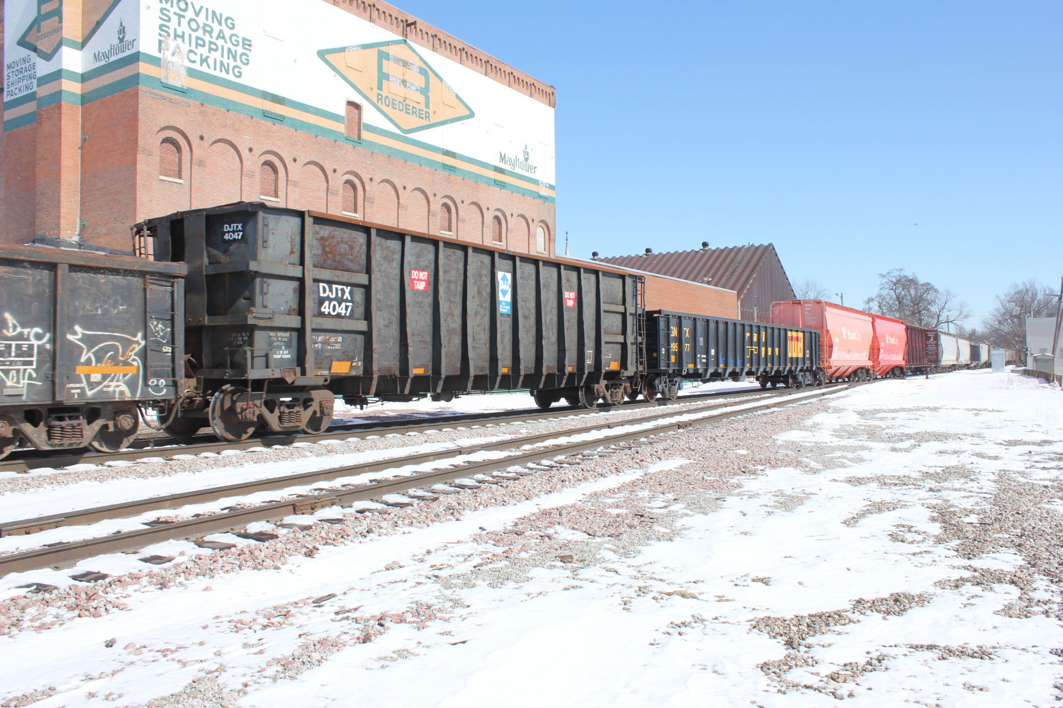 These scrap hoppers are common on ICE trains but not so much on IAIS.
