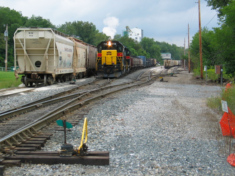 """East train has just picked up several cars off the Chessie """"interchange track"""" at Utica, and is backing up to tie onto their train.  Aug. 29, 2006."""