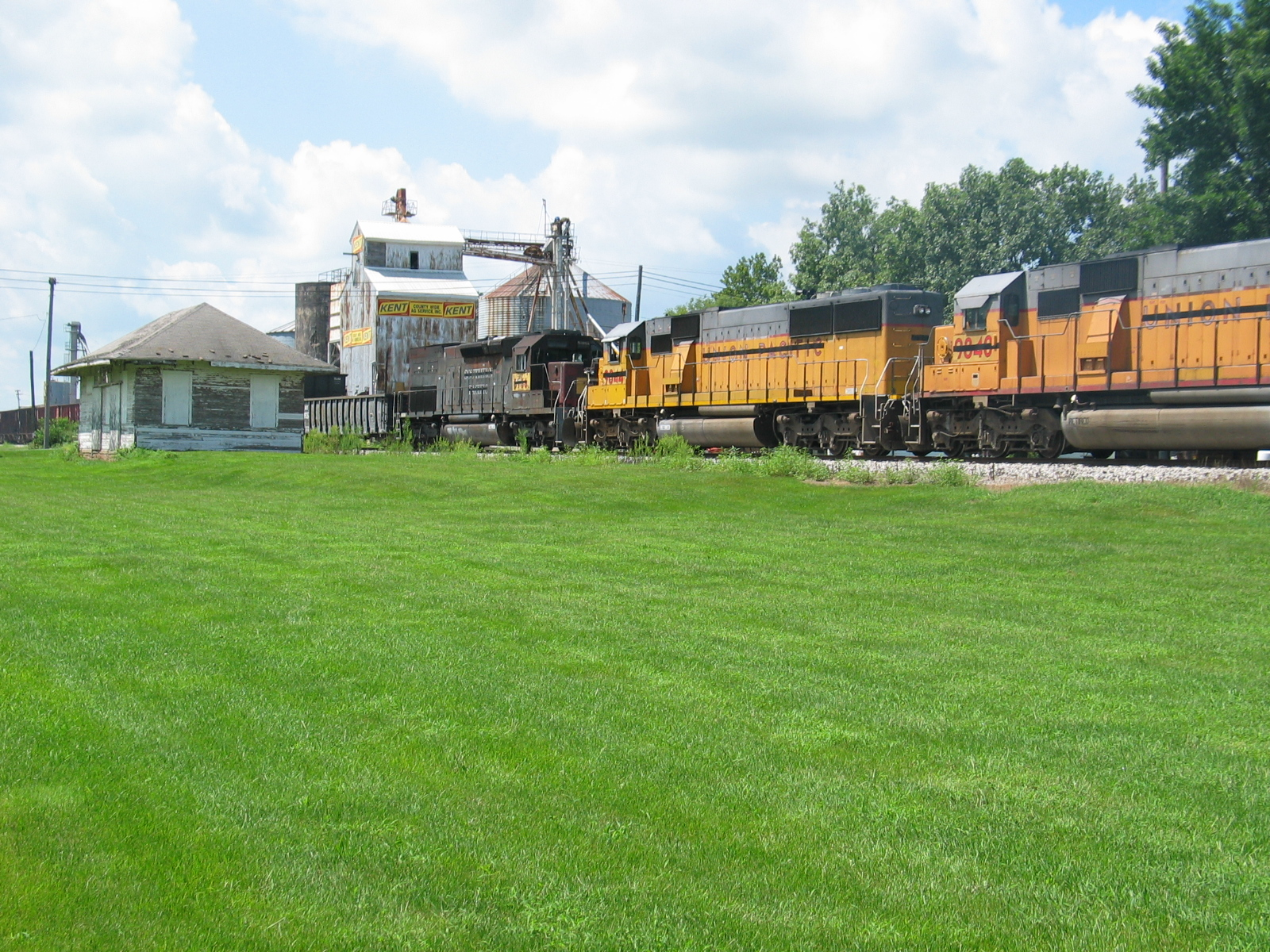More dead engines, east train at Atalissa, Aug. 9, 2007.