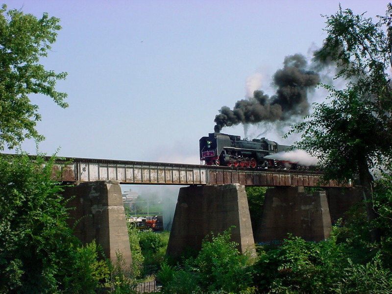Wednesday's BICB with 6988 on the front, crossing the Iowa River bridge