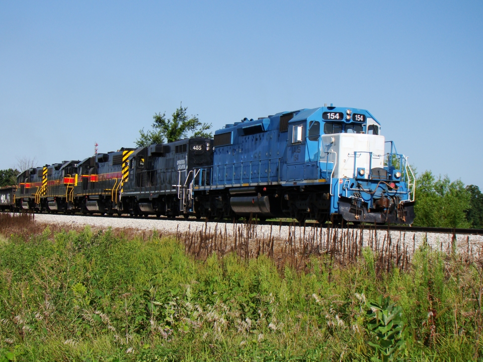 154, 485 and (3) 700's on the CBBI pause to leave a string of hoppers at Homestead. 24-Aug-2008.