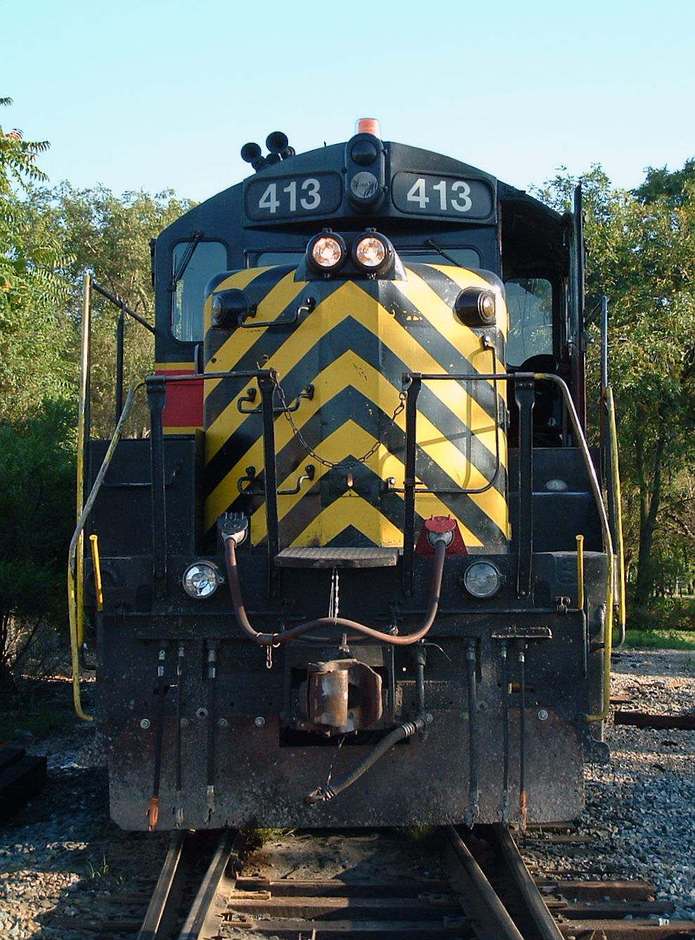 413 head on roster shot, this unit looks so mean from this angle, Blue Island, IL 08/06/04