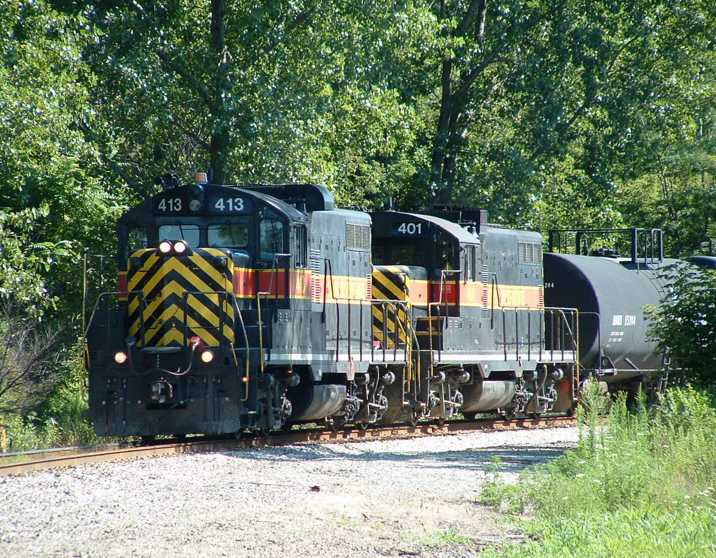 IAIS 413 leads 401 on BISW-06, Blue Island, IL 08/06/04