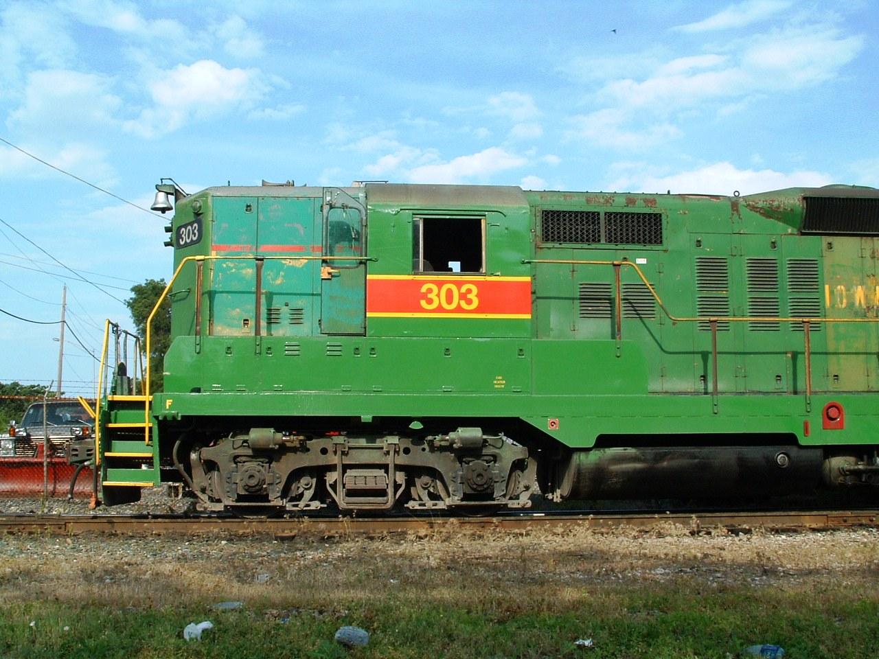303 side cab/nose, Blue Island, IL 06/08/04