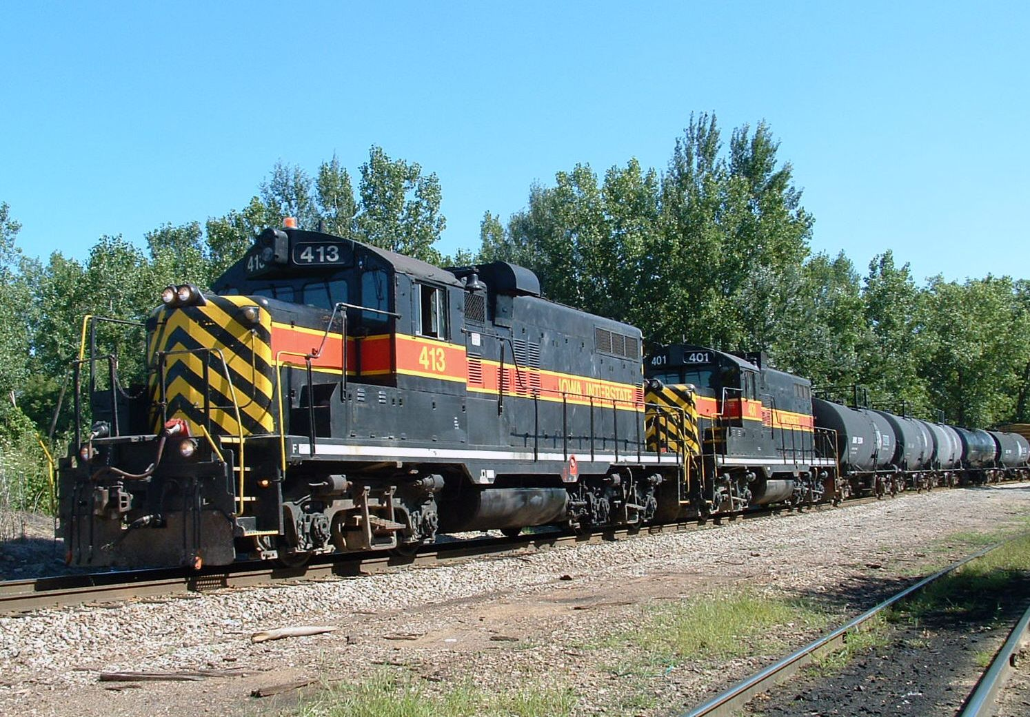 IAIS 413 and 401 on BISW-06, Blue Island, IL 08/06/04