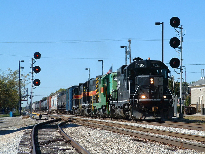 IAIS 485 leads 303, 601, and 401 past the crossovers at Mokena, IL 10/02/04