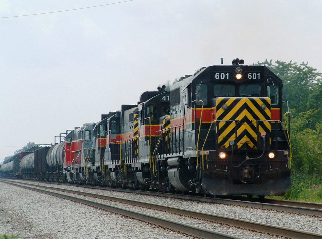 The old school consist grinds through Tinley Park after working the Ozinga sand plant in Mokena. 07-29-04