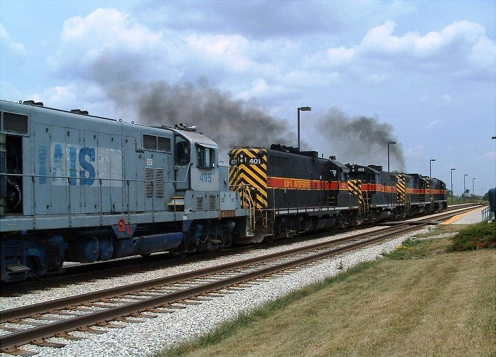 The set of Paducah rebuilds and GP16 495 sneeze as they bring their heavy CBBI to a stop. 07-29-04