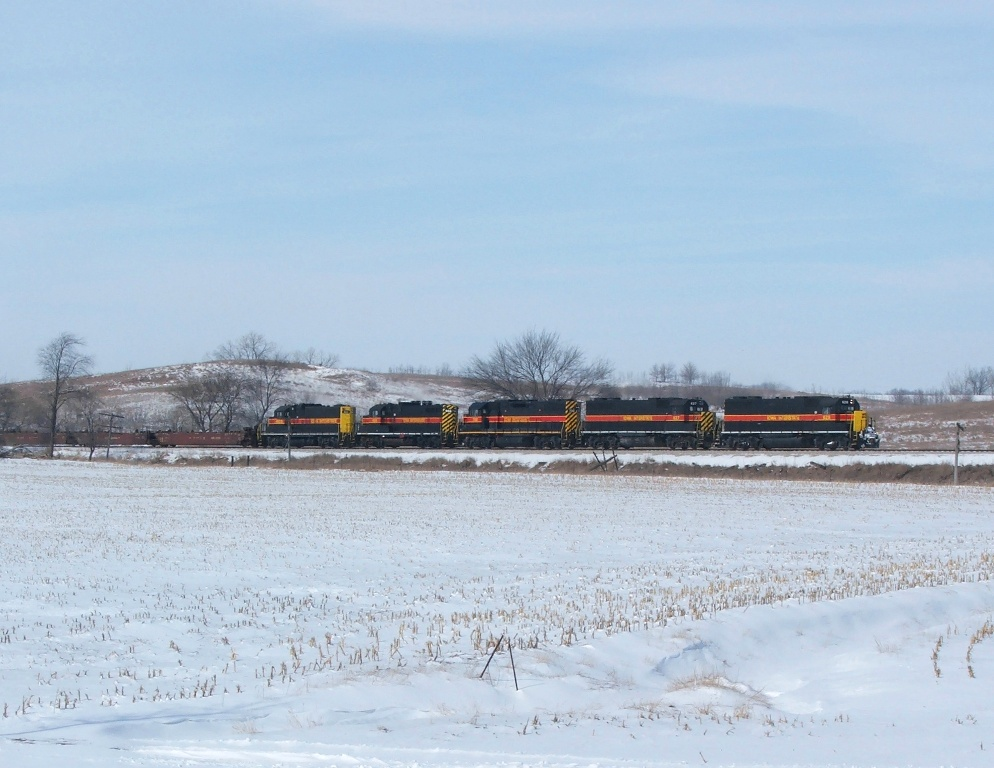 Iowa 628, 627, 700, 468, and 403 eastbound with CBBI at Kellogg, IA.