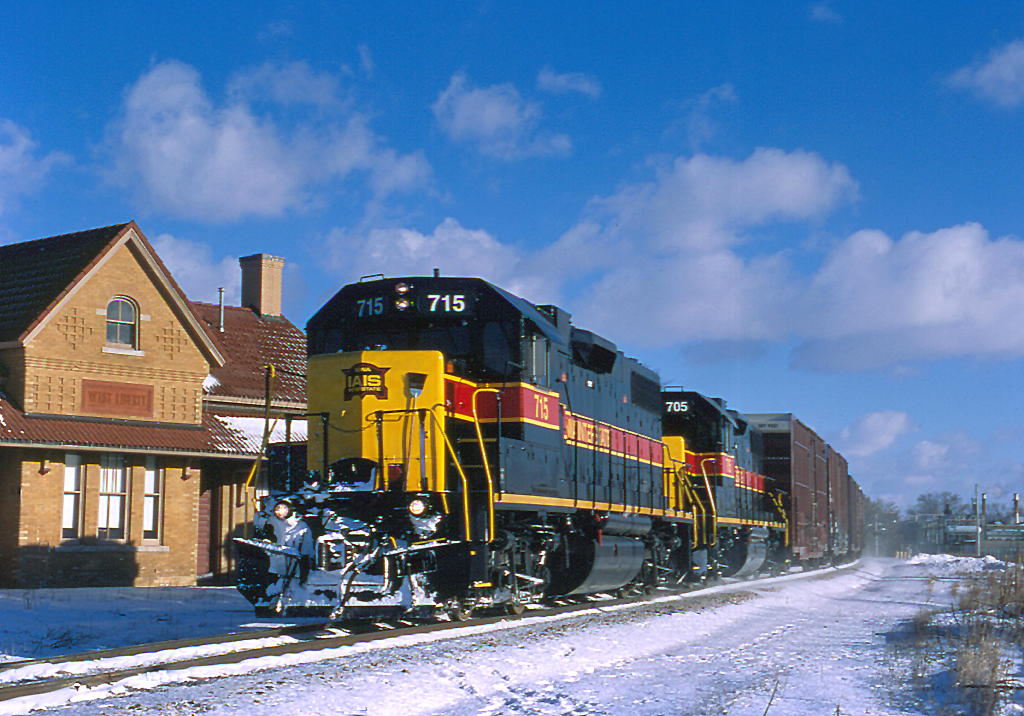 715 is passing the West Lib depot with BICB on January 22, 2005.  Photo by Tom McNair.