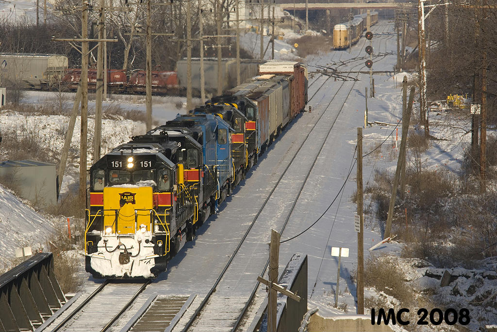IAIS 151 heads east onto the IHB from the BNSF at McCook, IL on 01/03/2008.  Ian Contreras #2.