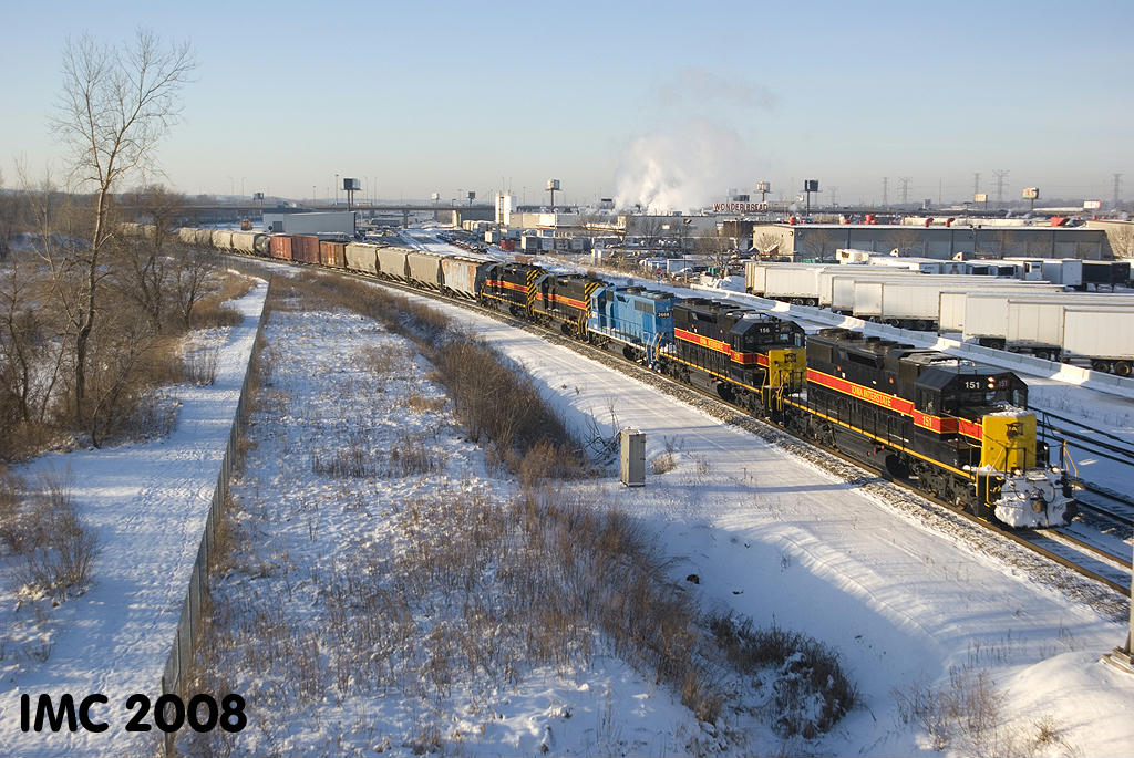 IAIS 151 heads east on BNSF rails at Willow Springs, IL on 01/03/2008.  Ian Contreras #1.