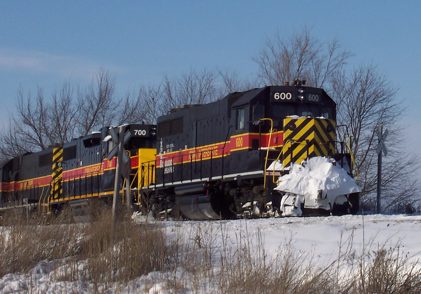 600 leads three engines southeast on the Prairie City Branch on 1/8/2005 to pick up a grain train.  Photo by Ben Hicks.