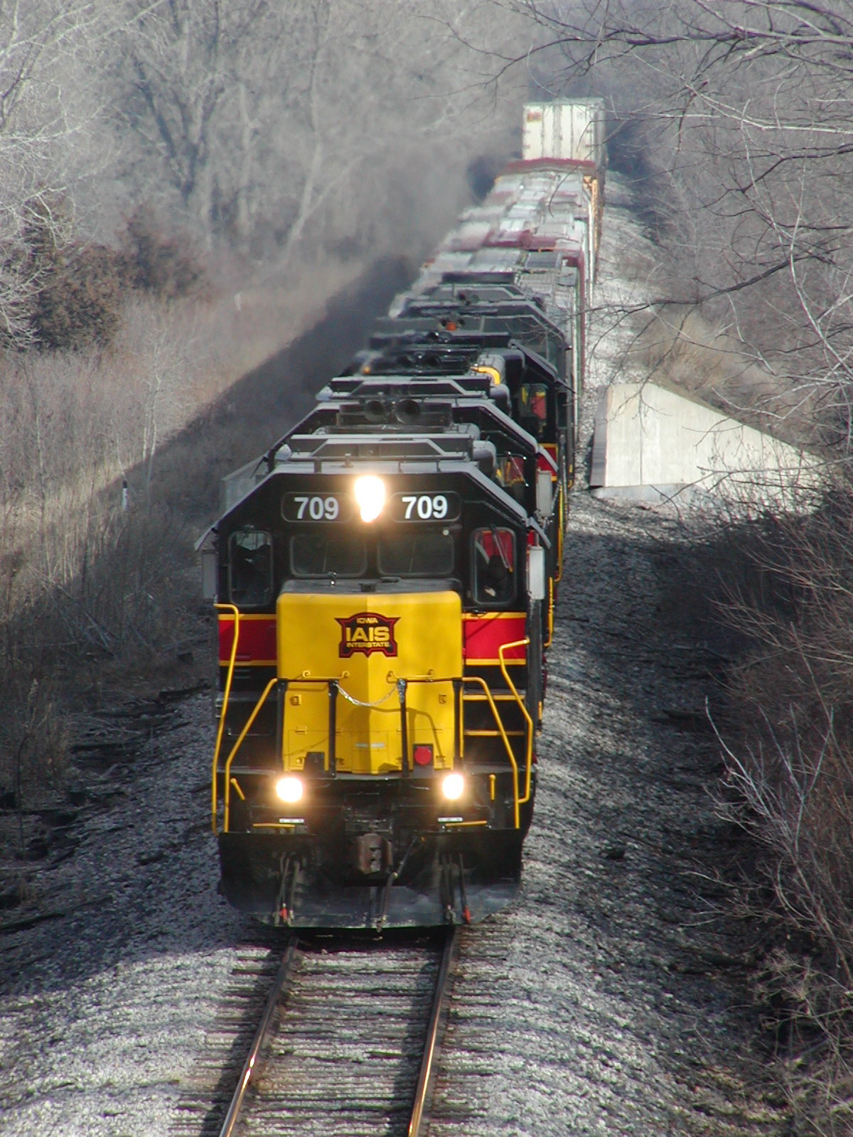 BICB-27 heads into Council Bluffs, IA on 12/29/04 with 709 up front.  Photo by Joe Atkinson.