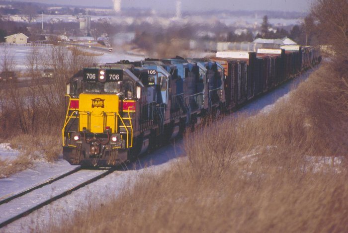 IAIS 706 leads CRIC-17 up Fairfax Hill on 1/17/05.  Photo by Tim Fullbright.