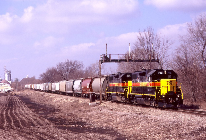 IAIS 718 leads the 721 on RIPE-26 on 2/26/05 at Atkinson, IL.  Photo by Erik Rasmussen.