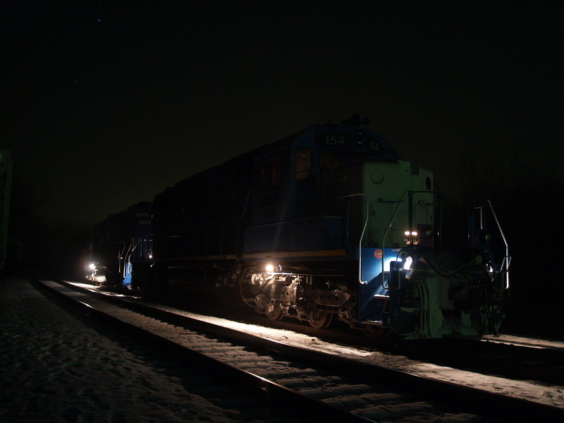 IAIS 154 and 2672 Idle through the Night at Bureau, December 30, 2007