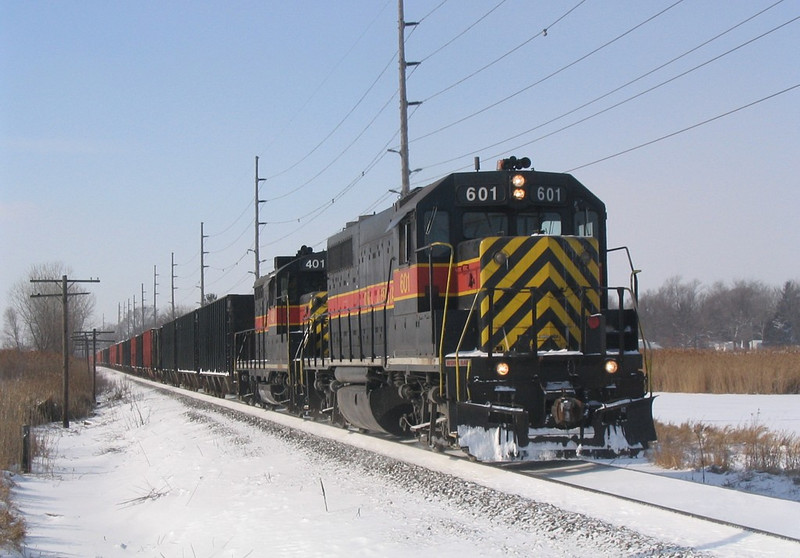 IAIS 601 East on CRPE-27 prepares to cross IL Hwy 5 in East Moline on 27-Jan-2004.