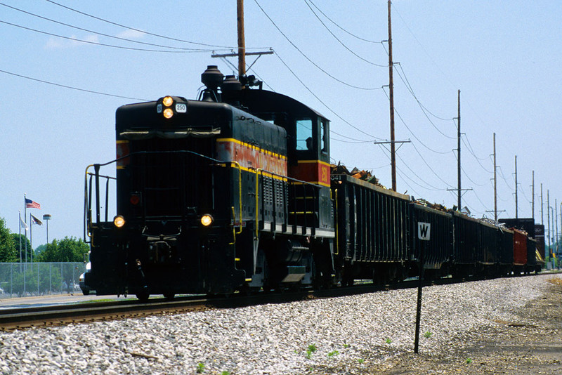 IAIS 250 with RISW-05 @ 3rd St; East Moline, IL.  June 5, 2003.