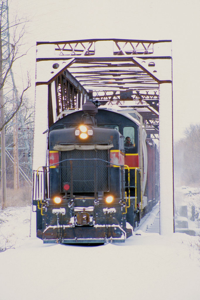 IAIS 250 with RISW-04 @ North Ave; Rock Island, IL.  March 4, 2002.