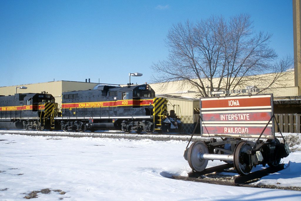 IAIS 400 with CRPE @ 44th St; Rock Island, IL.  February 11, 2004.