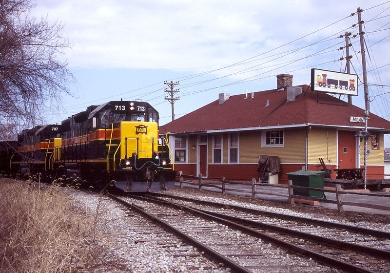 IAIS 713 with RISW-16 @ Milan, IL.  March 16, 2005.