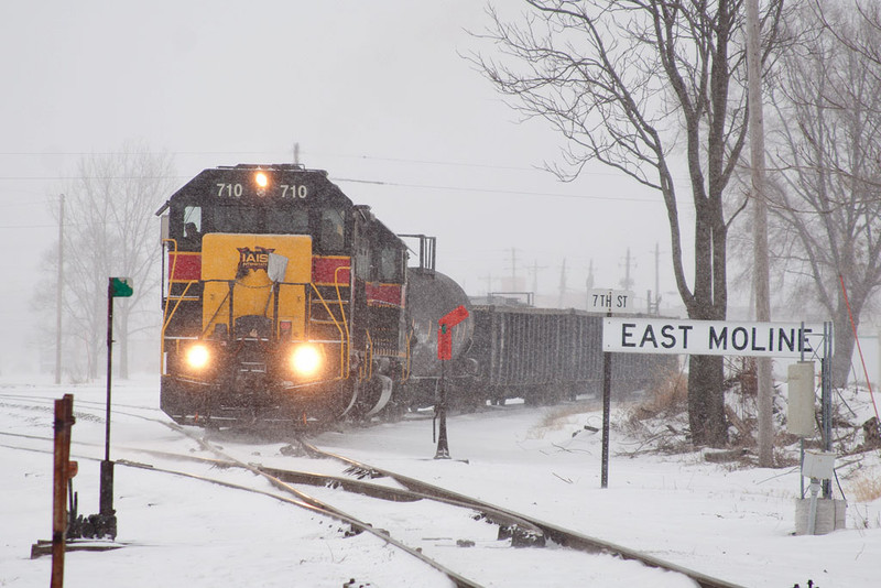 BUSW-01 @ 7th St; East Moline, IL.  February 1, 2011.