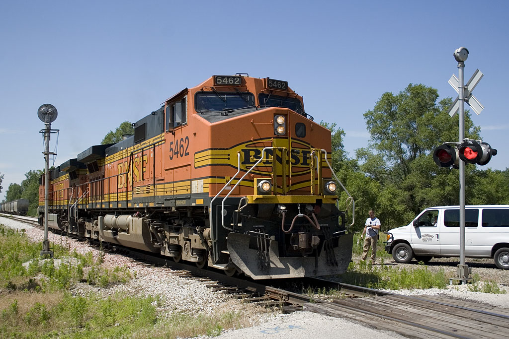 BNSF lite power arrives @ Carbon Cliff, IL to pick up a loaded feed train.   August 22, 2007.