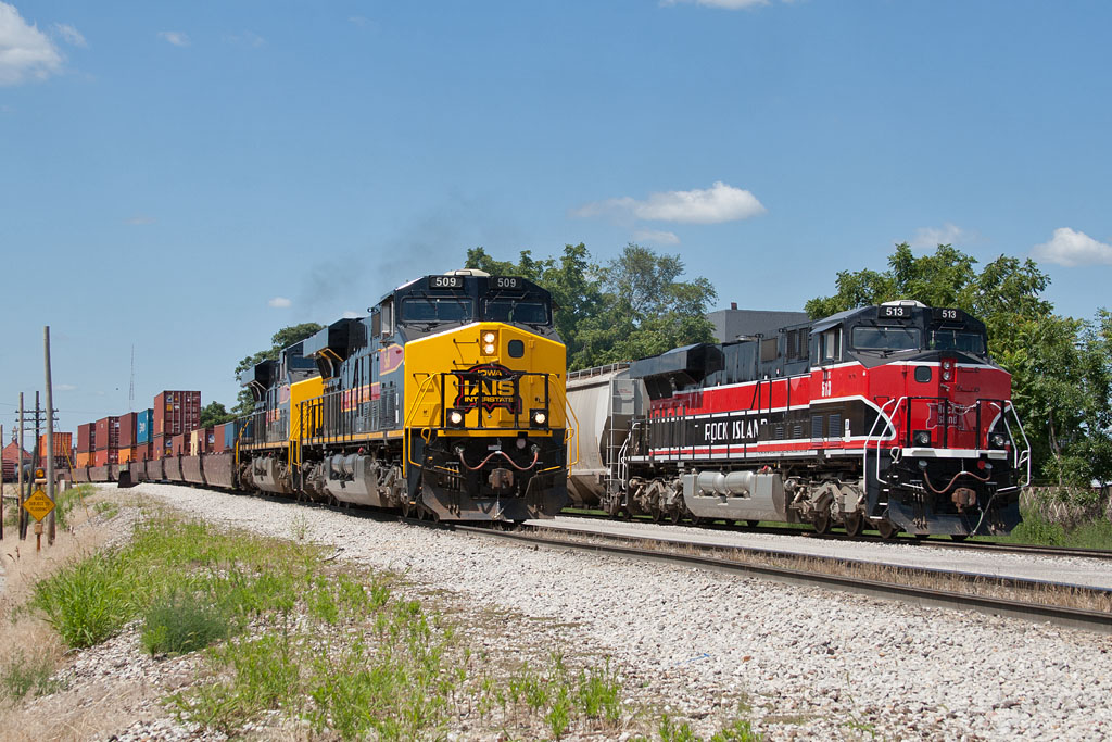 CBBI-10 (509) alongside IAIS 513 at Rock Island, IL.  August 11, 2011.