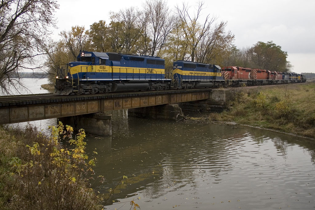 DME's 171-27 @ Montpelier, IA.  IAIS 512 in tow.   October 28, 2009.