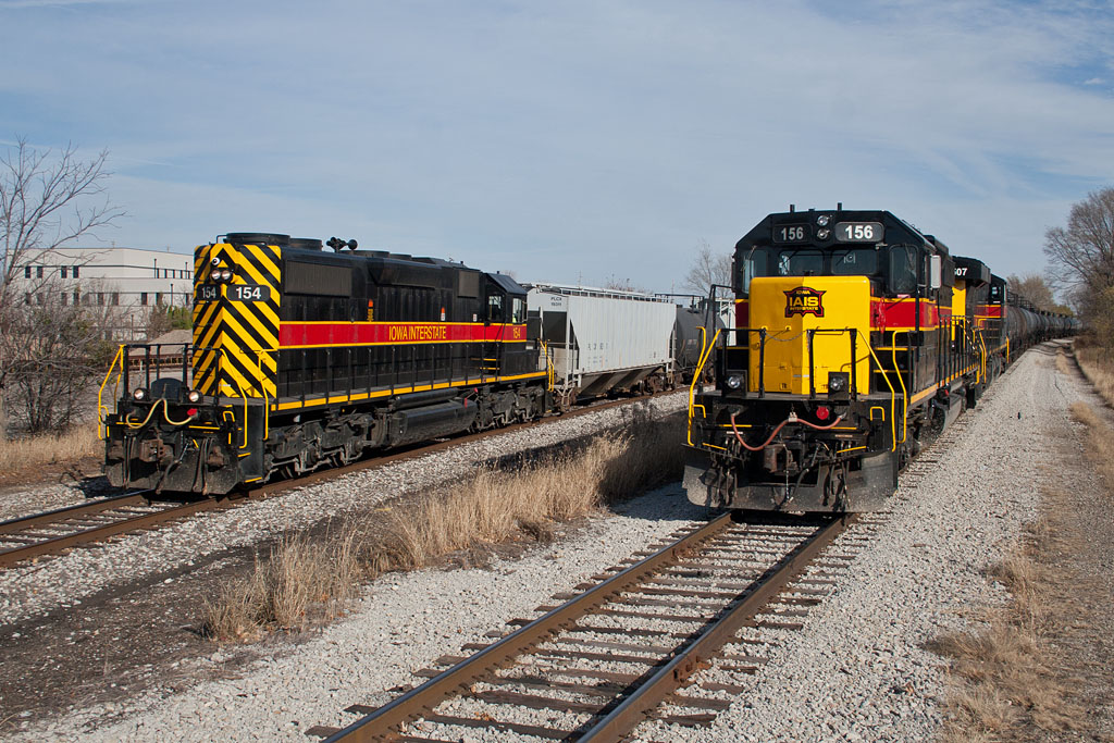 SISW-18 (154) passes a BISI (156) at Moline, IL.  November 18, 2011.