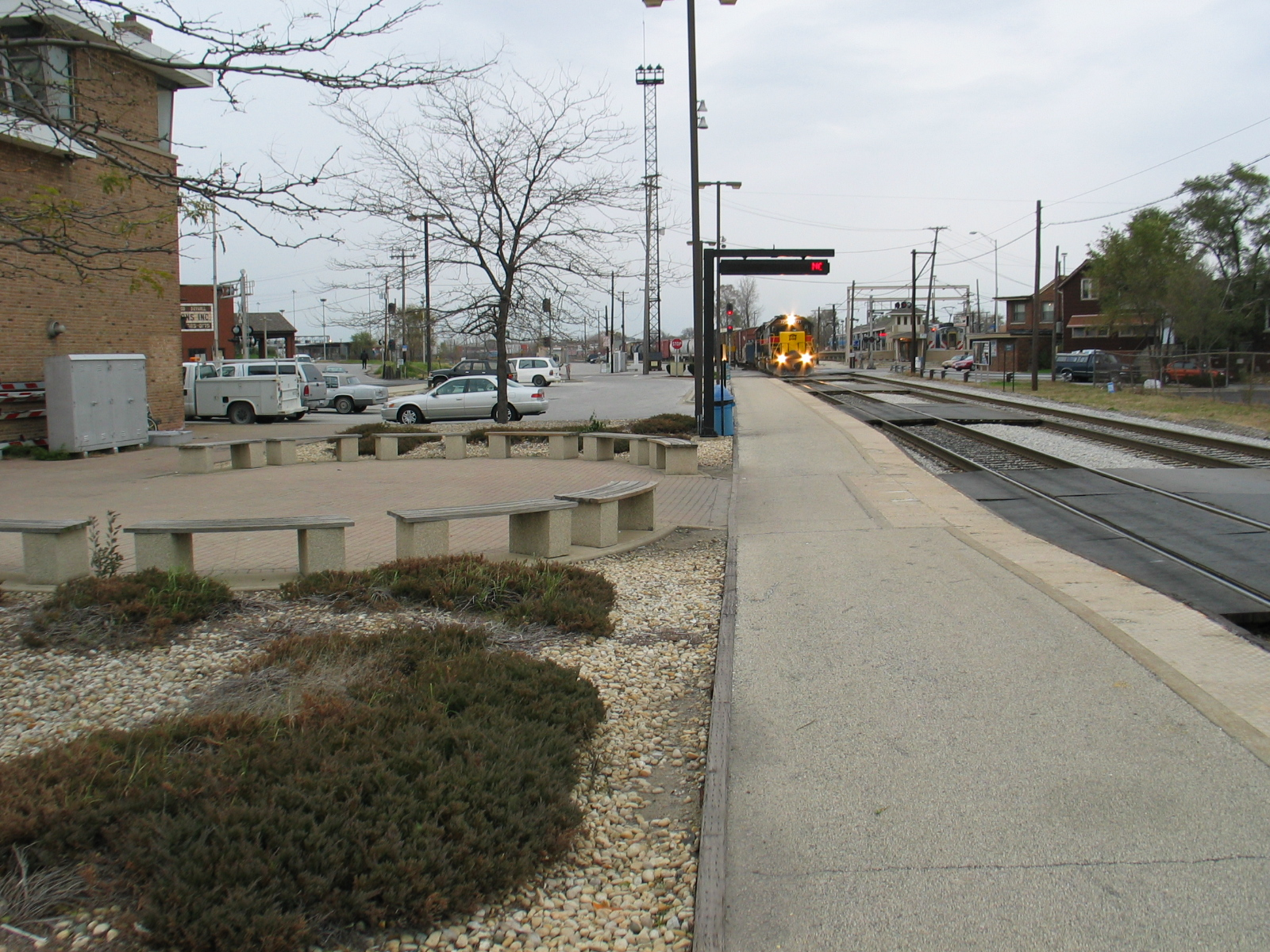 Wide angle shot at Vermont St., of the westbound pulling onto the main, Nov. 4, 2006.