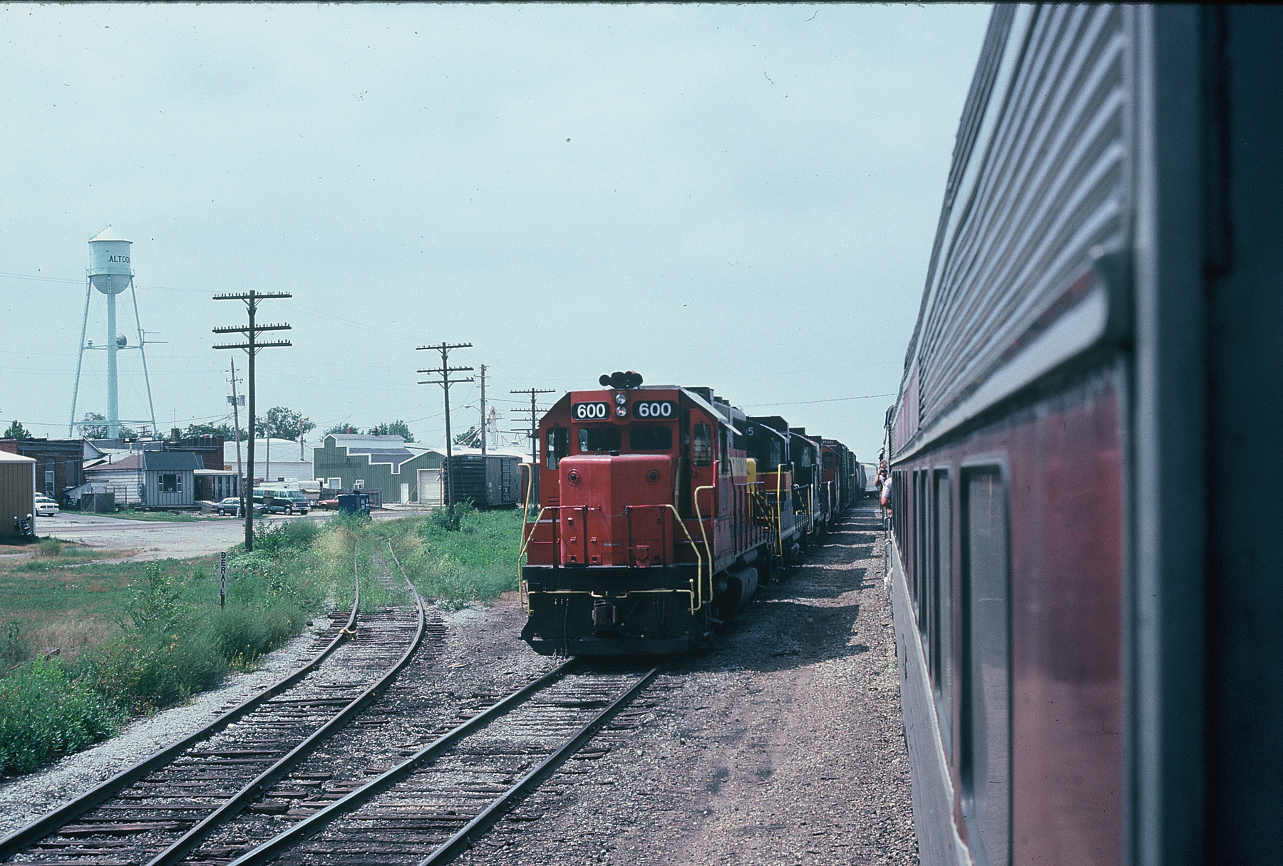 "State Fair special meets an EB at Altoona.  I'm guessing this will be a ""back out"" meet for the EB.  Aug. 20, 1988."