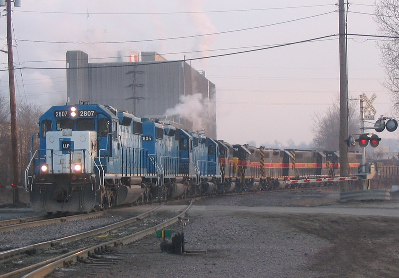 A combined RIIC-04 and BICB-03 pulls into West Davenport after crossing the Crescent Bridge.  04-Mar-2005.