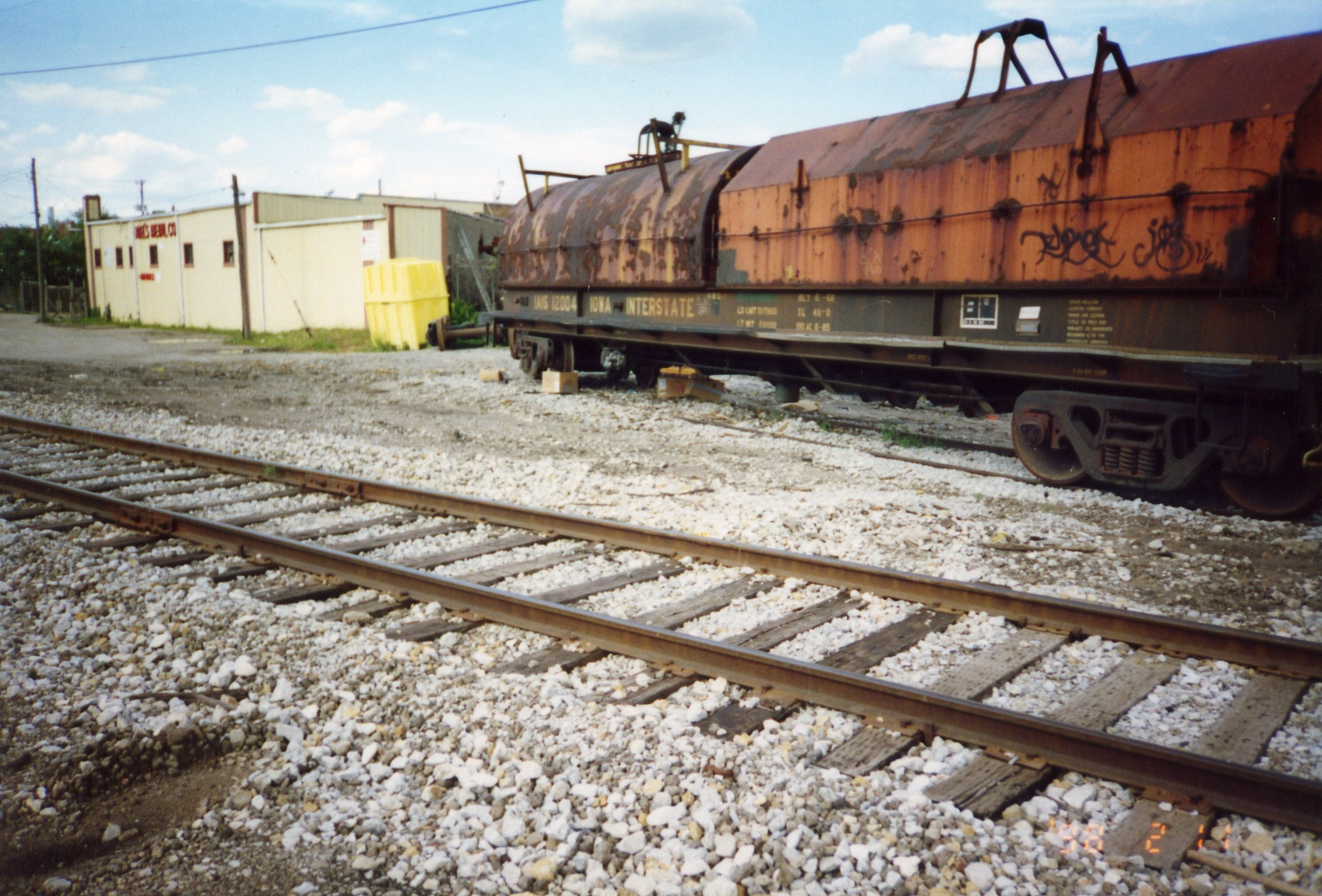 IAIS 12004 awaits scrapping at Del's Metals, Rock Island, Aug. 2004