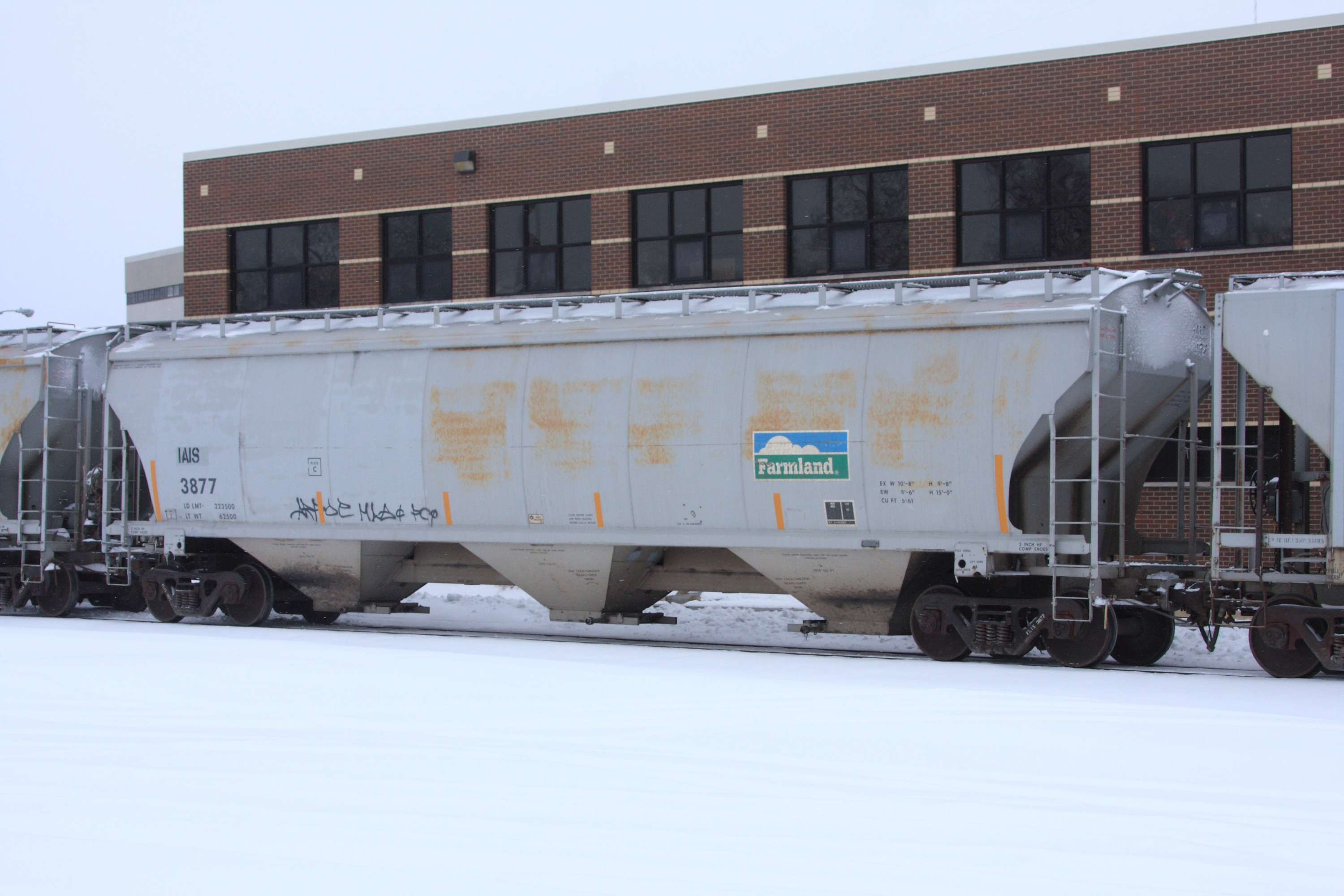 IAIS 3877 in Moline, IL, on 27 Dec 2010