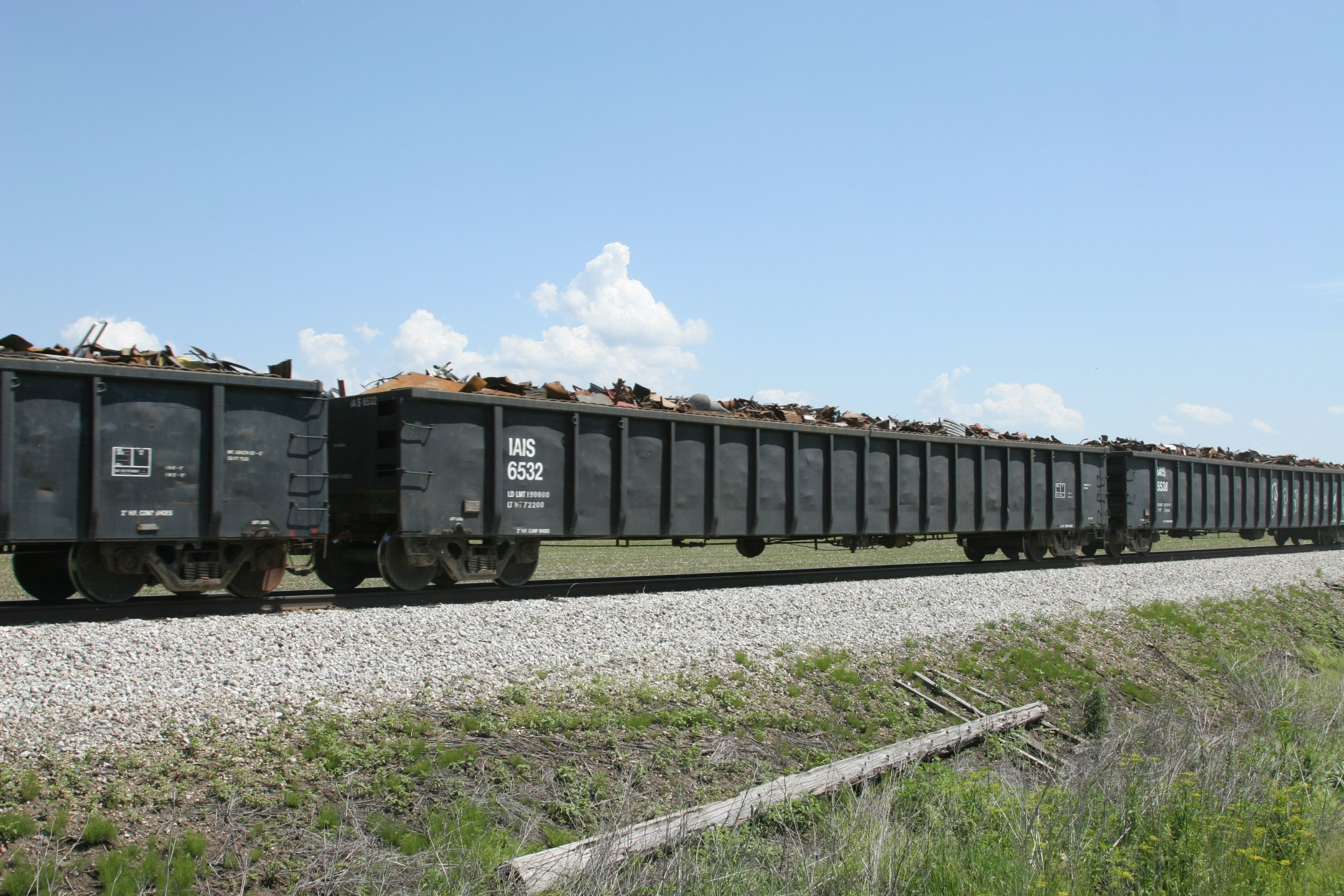 IAIS 6532 near Victor, IA, on 1-Jun-2006