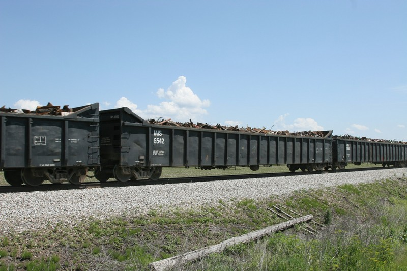 IAIS 6542 near Victor, IA, on 1-Jun-2006