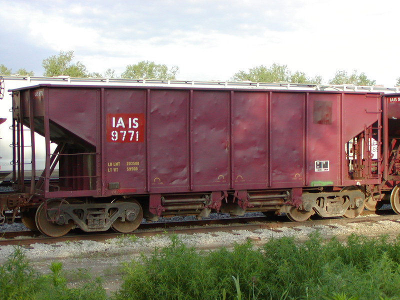 IAIS 9771 at Council Bluffs, IA, on 20-Jun-2001