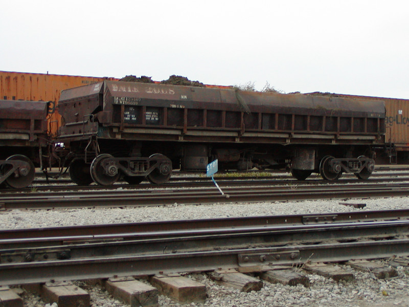 IAIS 9805 at Council Bluffs, IA, on 20-Oct-2004