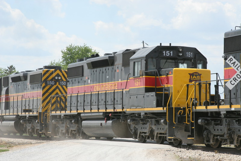 IAIS 151 at Walford, IA on 01-Jun-2006