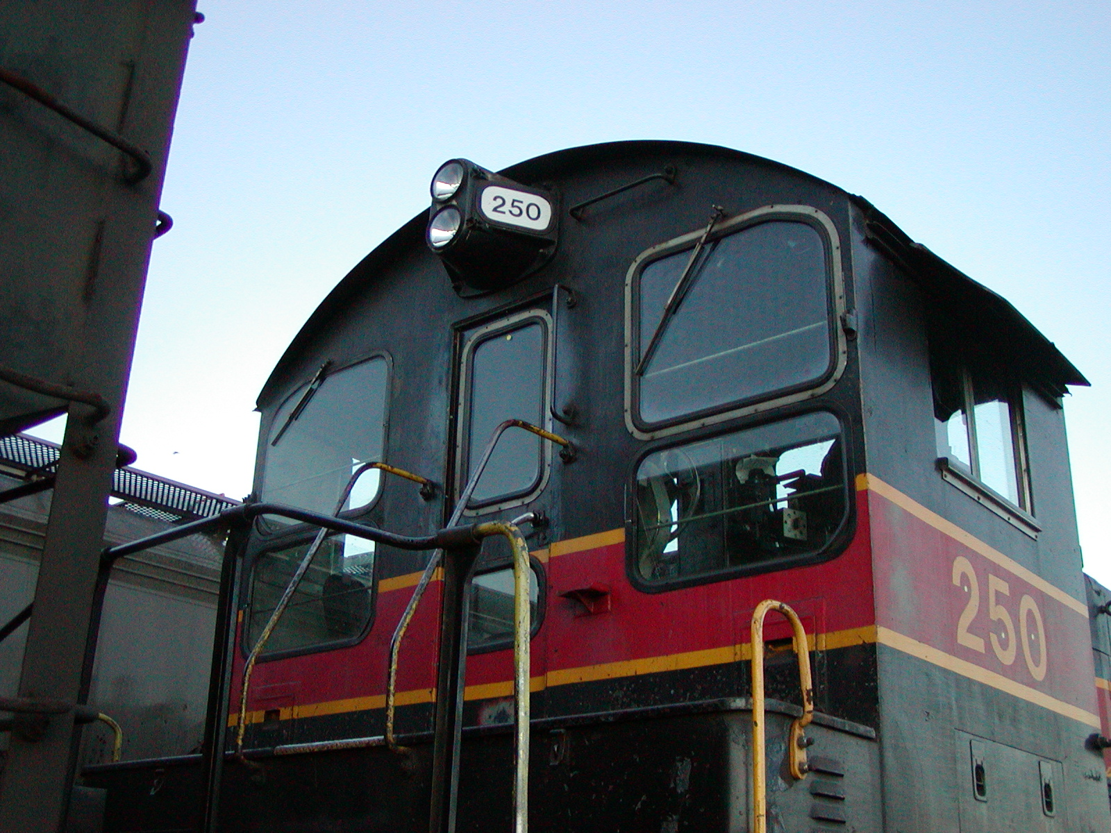 IAIS 250 at Rock Island IL on 12-Jul-2003.