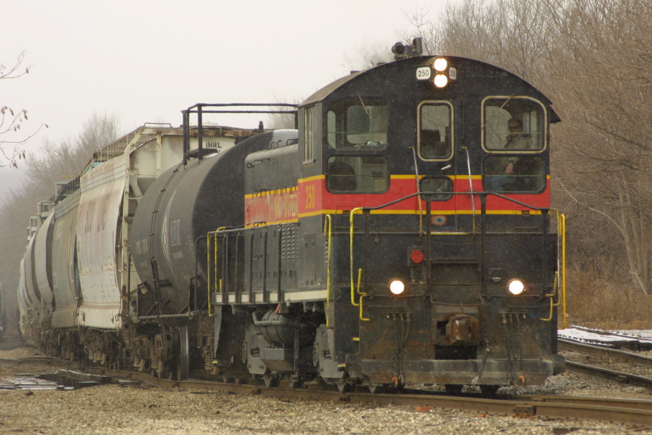IAIS 250 at Davenport, IA on 26-Dec-2001