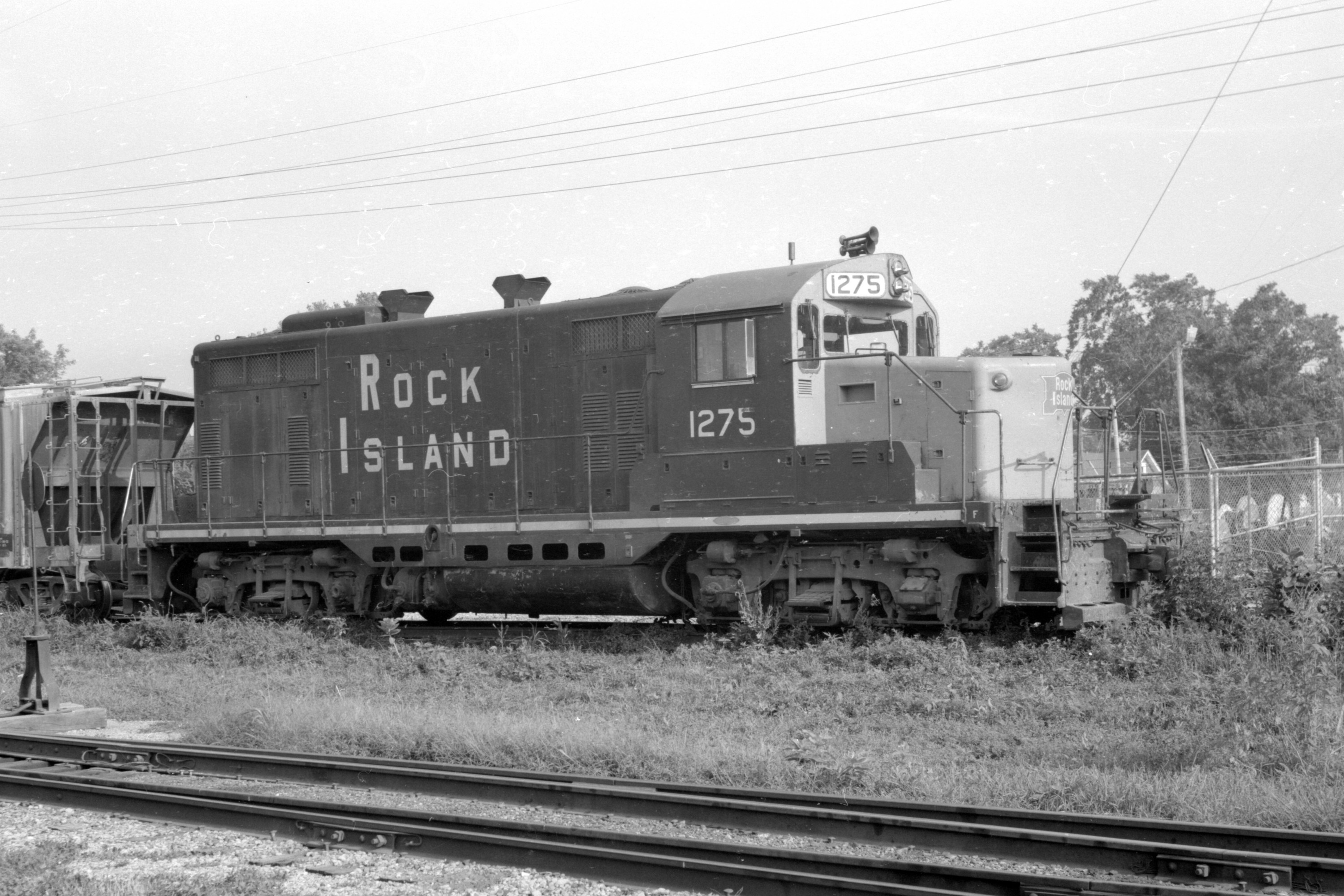 Rock Island 1275, which would eventually become IAIS 400, sits in Washington, IA, on 7 Aug 1973.  Charles Franzen negative, Nathan Holmes collection