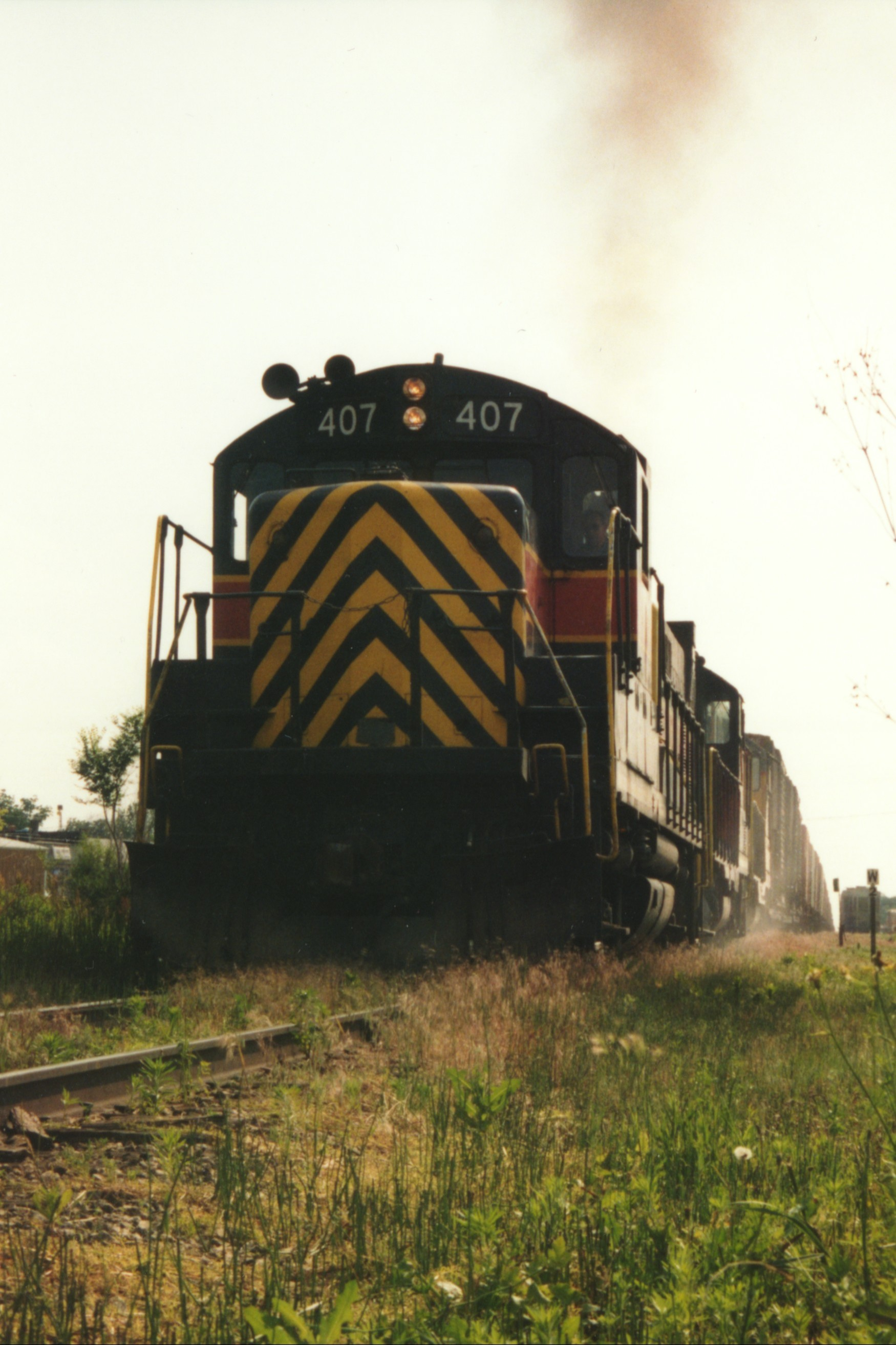 IAIS 407 at Altoona, IA on 06-Jun-1994