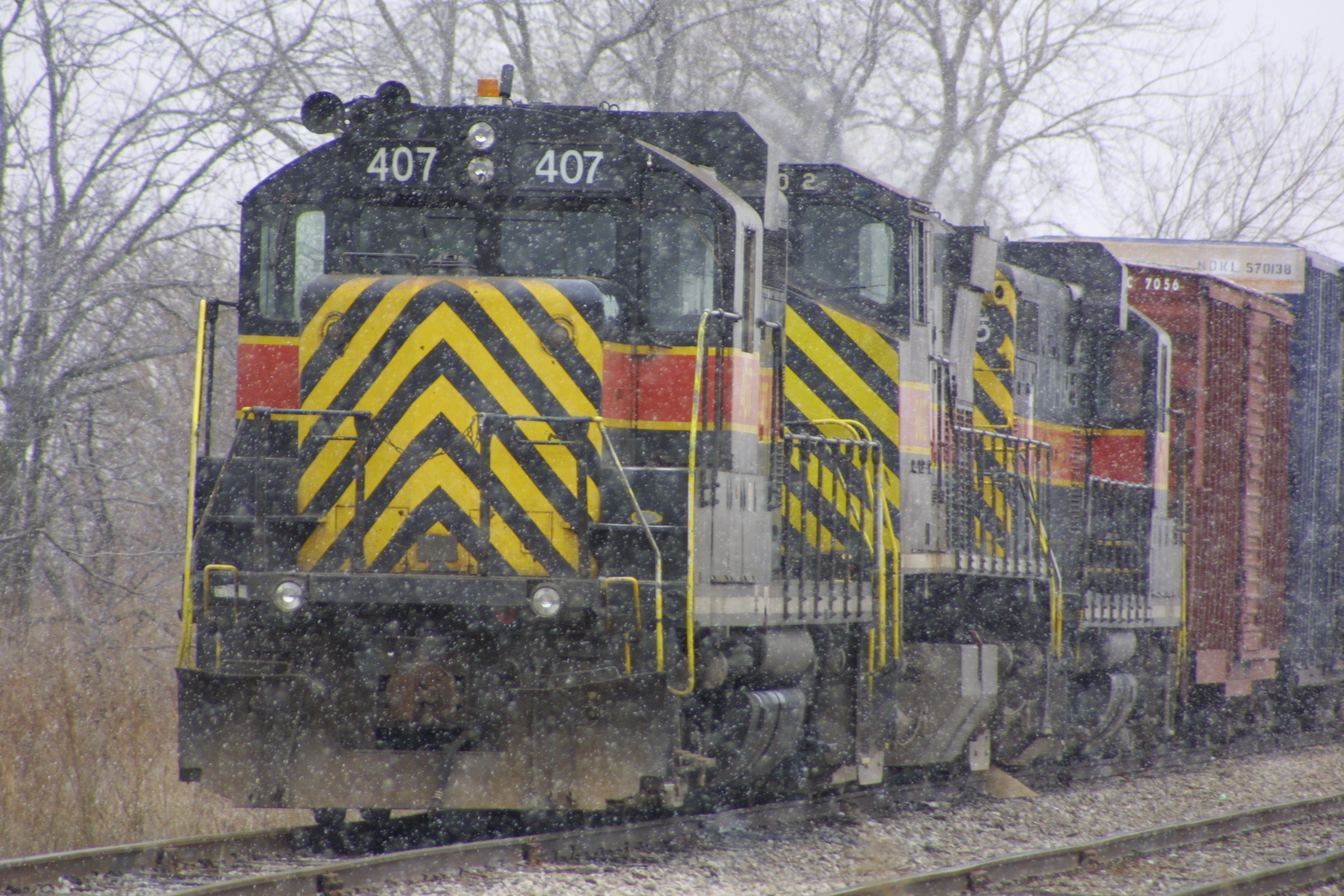 IAIS 407 at Walcott, IA on 23-Dec-2001