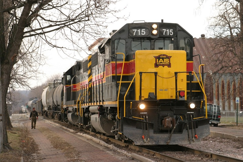 IAIS 715 at Davenport, IA on 28-Dec-2004