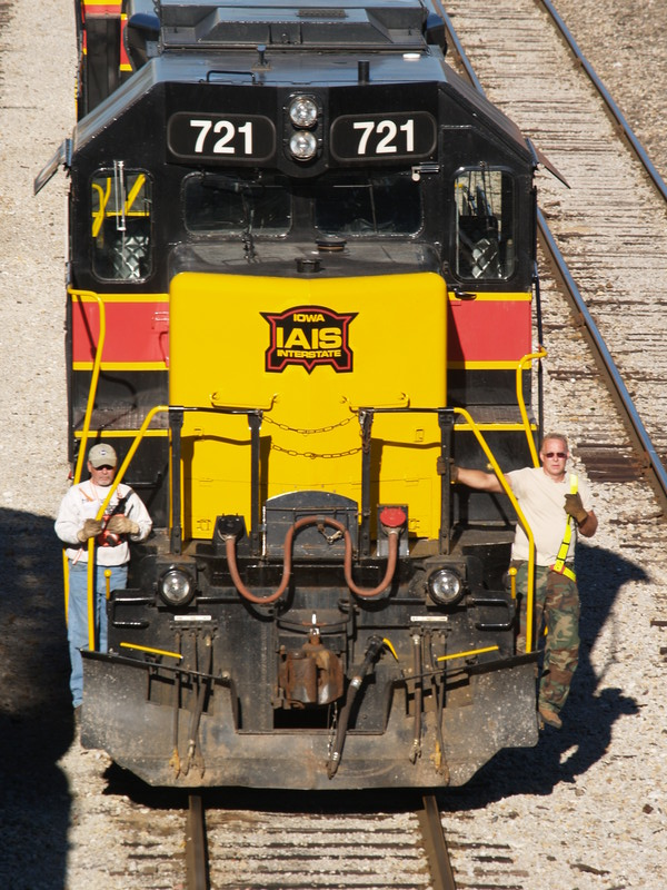 IAIS 721, Crew Working the Iowa City Yard, September 22, 2007