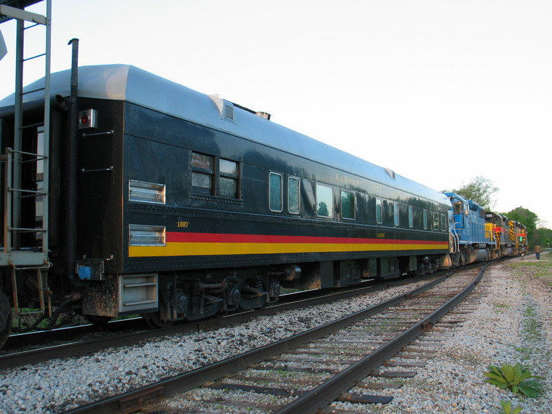 Business car on the RI turn at N. Star, May 18, 2006.